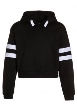 Svart genser funnet i garderobe 2 (kun en test)
